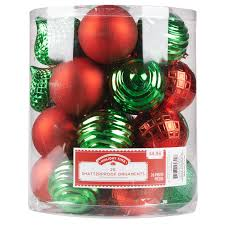 decorate your shop with christmas colors